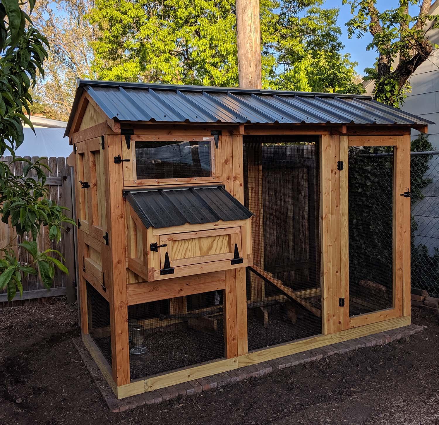 4′ x 9′ California Coop with 3′ x 4′ henhouse with black roof & hardware in Boise, Idaho