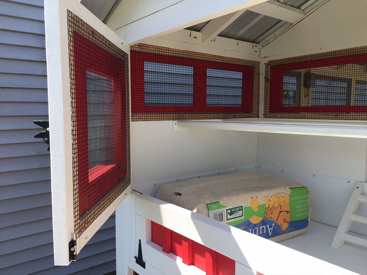4'x6′ henhouse of 6'x12′ American Coop painted red and white