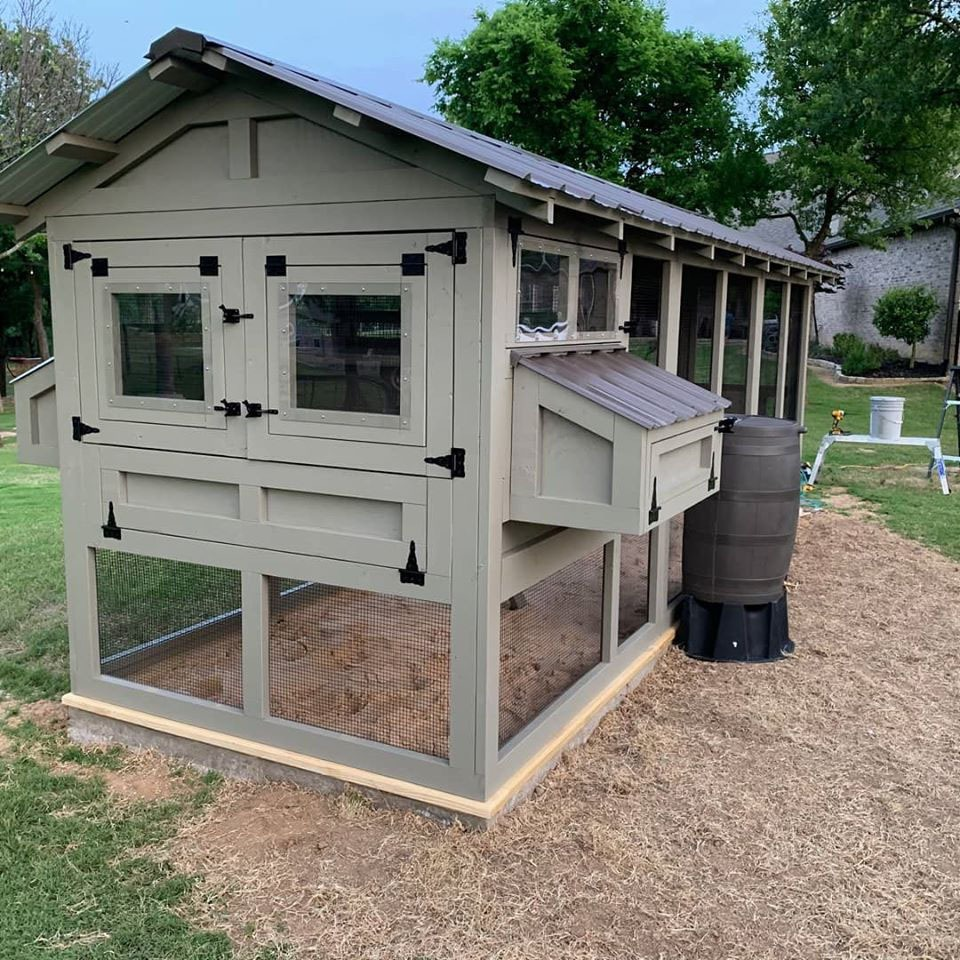 6'x18′ American Coop in Texas with poultry water system