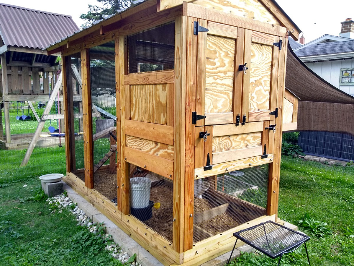 Henhouse view of 4'x3'x9′ California Coop in West Bend, WI