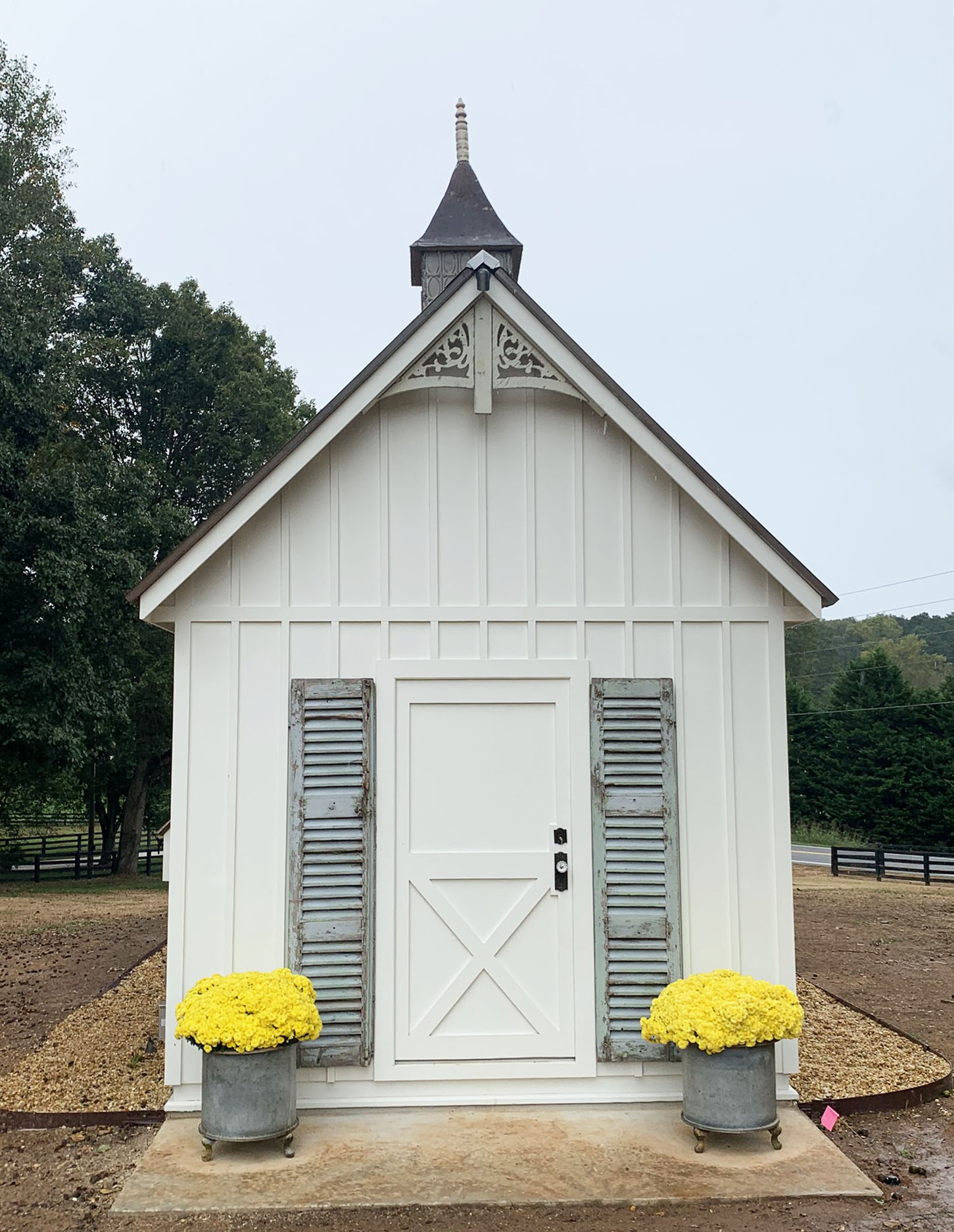 Carolina Coops Custom Craftsman Coop in Georgia with 10×10 shed-henhouse combo