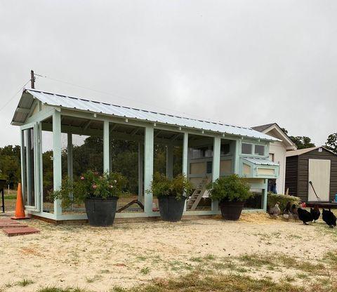 6×18 American Coop in Texas