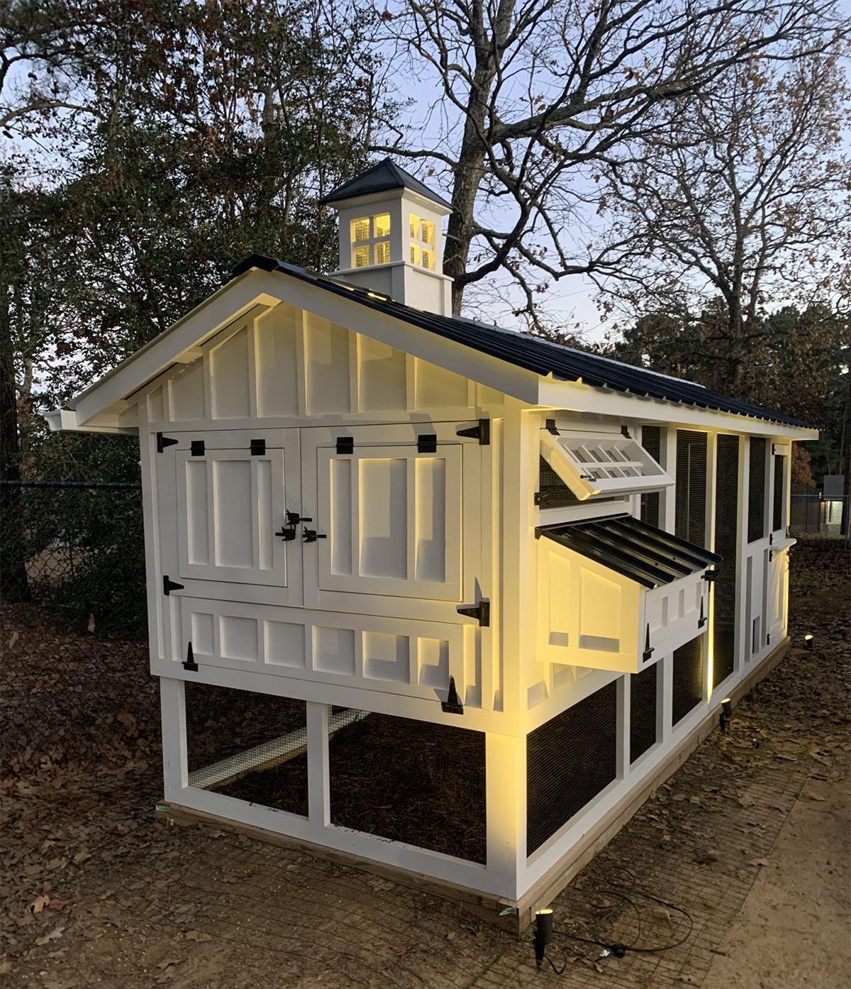 6×18 Carolina Coop with cupola, Dutch door, chicken run door and lighting in Texas