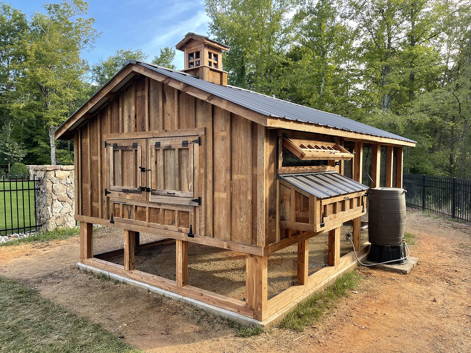 10'x18′ red cedar Carolina Coop in High Point, NC with reclaimed barn wood
